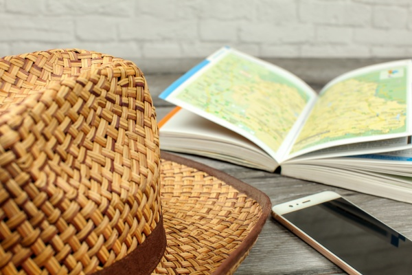 straw, hat, , guide, book, with, map, - 30781163