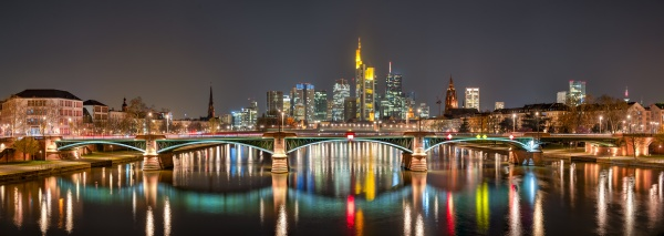 the skyline of frankfurt at night