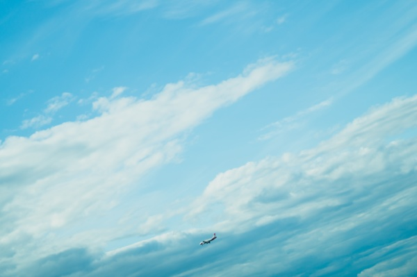 airplane landing down passenger aircraft