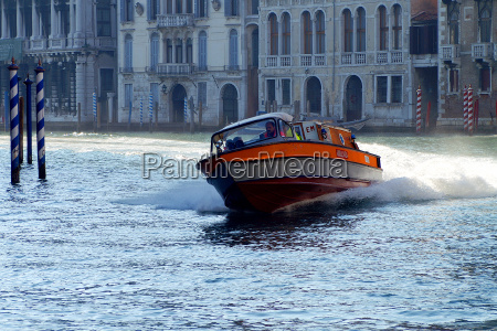 drive venice speedboat ferries dash go