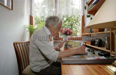 browse, through, the, magazine - 140695