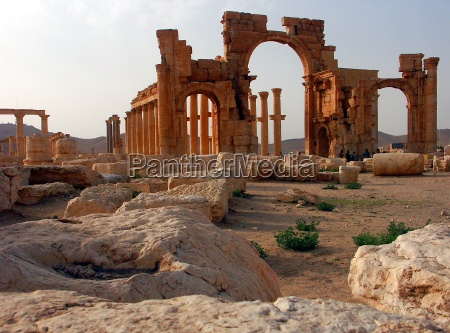 palmyra metropole betw sand and