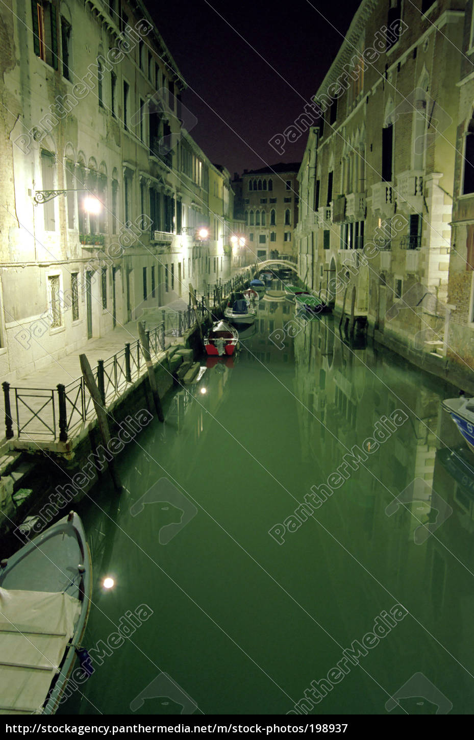 venice, -, canal, at, night - 198937