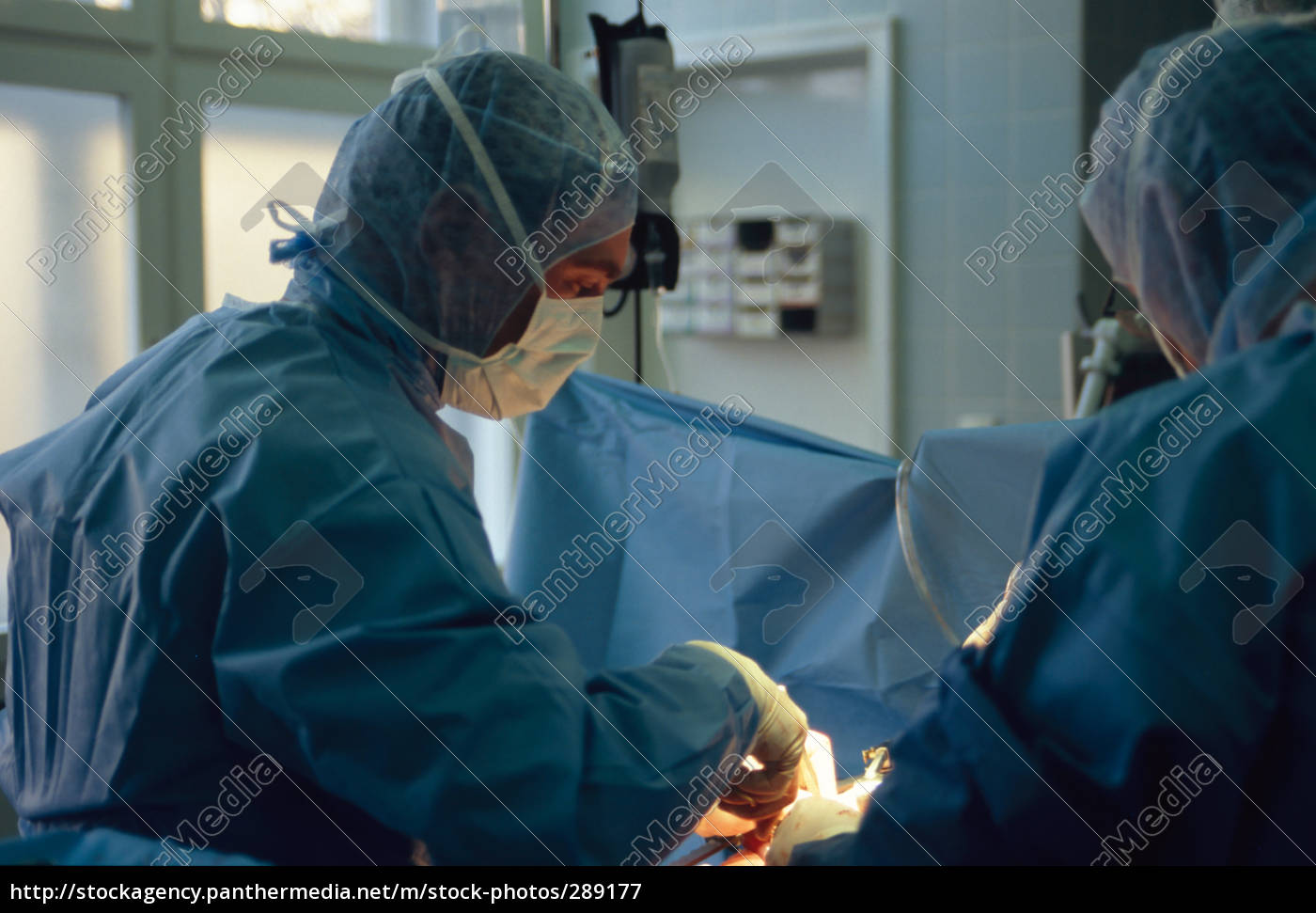 surgeons, while, operating, in, surgery - 289177