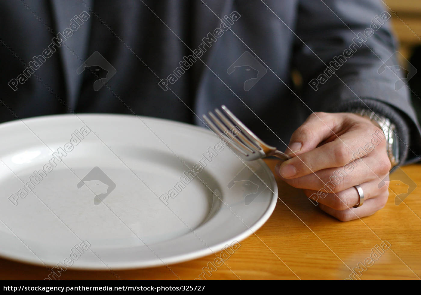 man, with, empty, plate - 325727