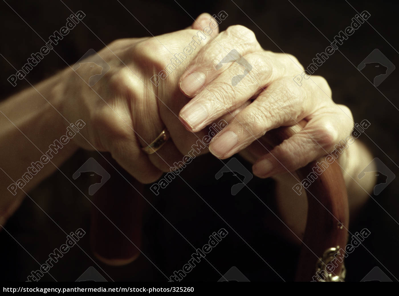 old, hands - 325260