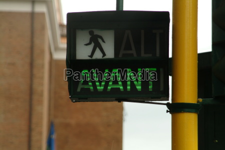 pedestrian light green avanti