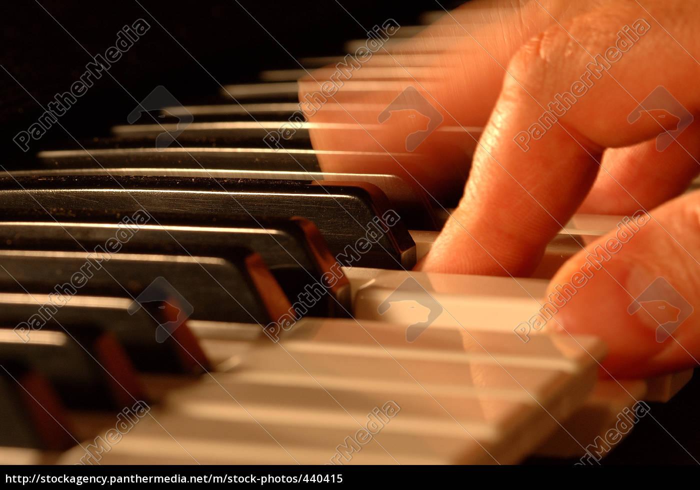play, piano - 440415
