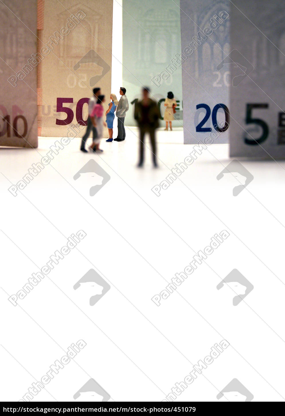 couple, in, front, of, bank, notes - 451079