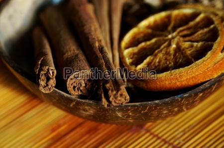 cinnamon, sticks, and, orange, slices - 492947