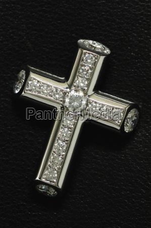brilliant cross in pave