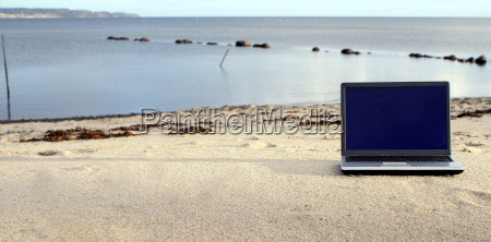 laptop, on, the, beach - 518945