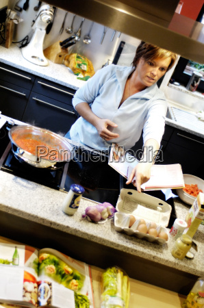 woman, cooking, in, a, modern, kitchen - 532862