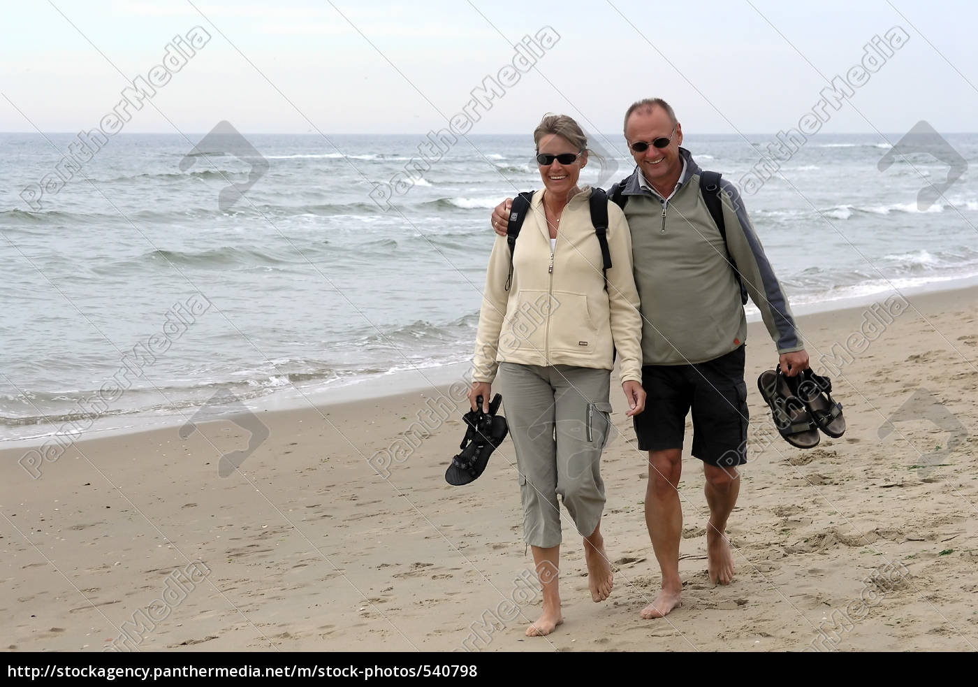 middle-aged, couple, running, on, the, beach - 540798