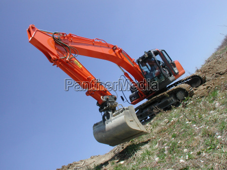 excavator, moves, across, the, slope - 542261