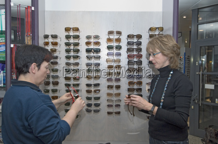 sales, pitch, at, the, optician - 542161