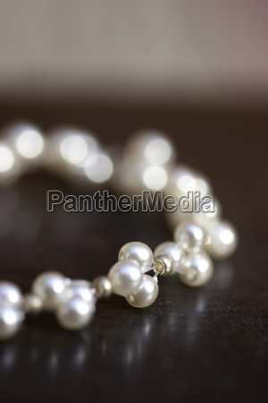 pearl, necklace, on, a, dark, background - 552510