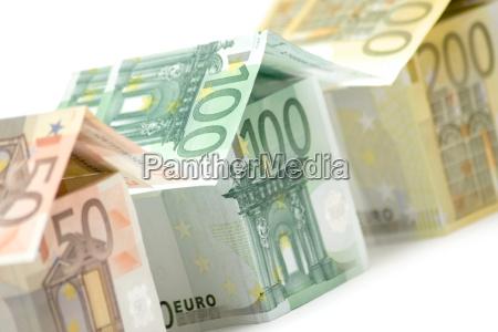 euro houses close
