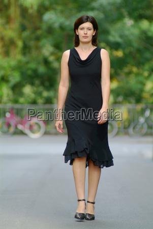 woman, walking - 562539