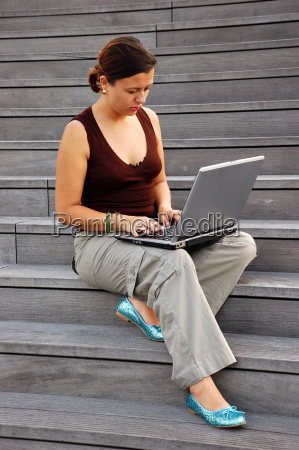 young, woman, with, laptop, computer - 568062