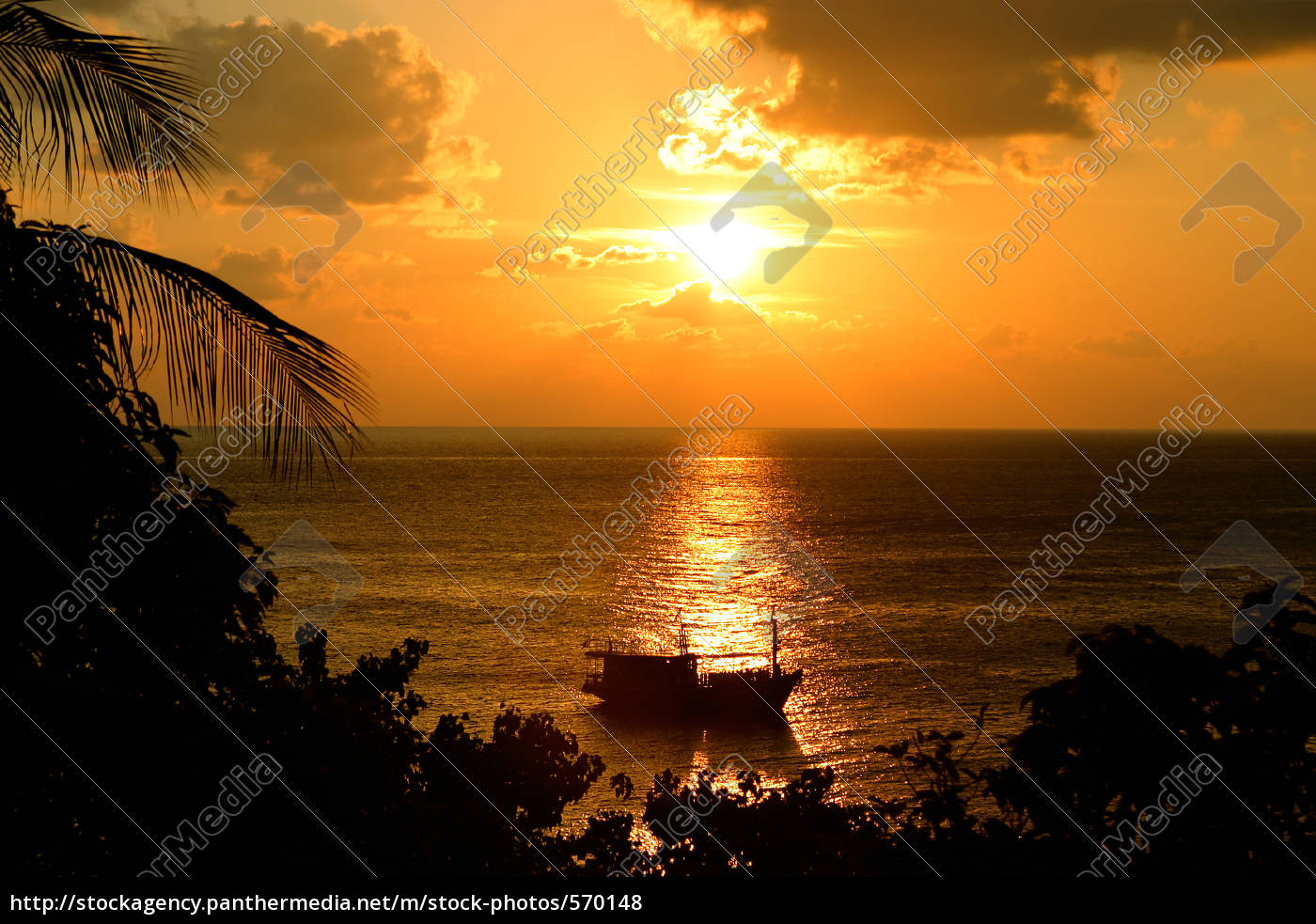 boat, moored, at, sunset - 570148