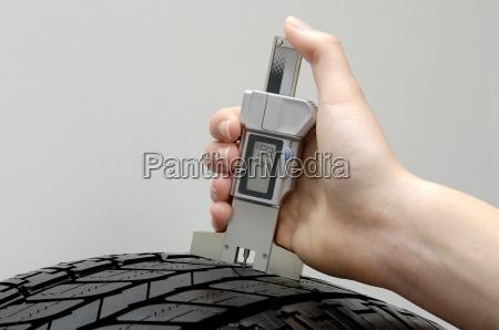 tread, depth, measurement, in, a, car - 579309