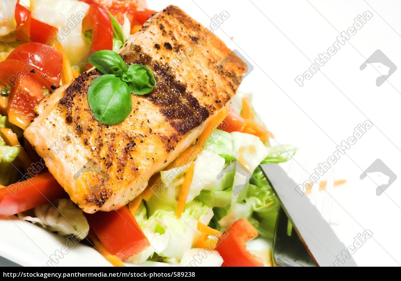 salmon, steak, on, salad - 589238