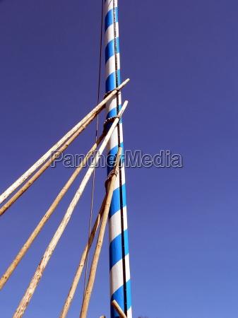 posing the maypole