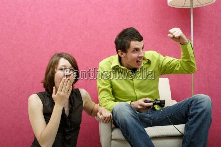 man, plays, wife, boredom - 598545