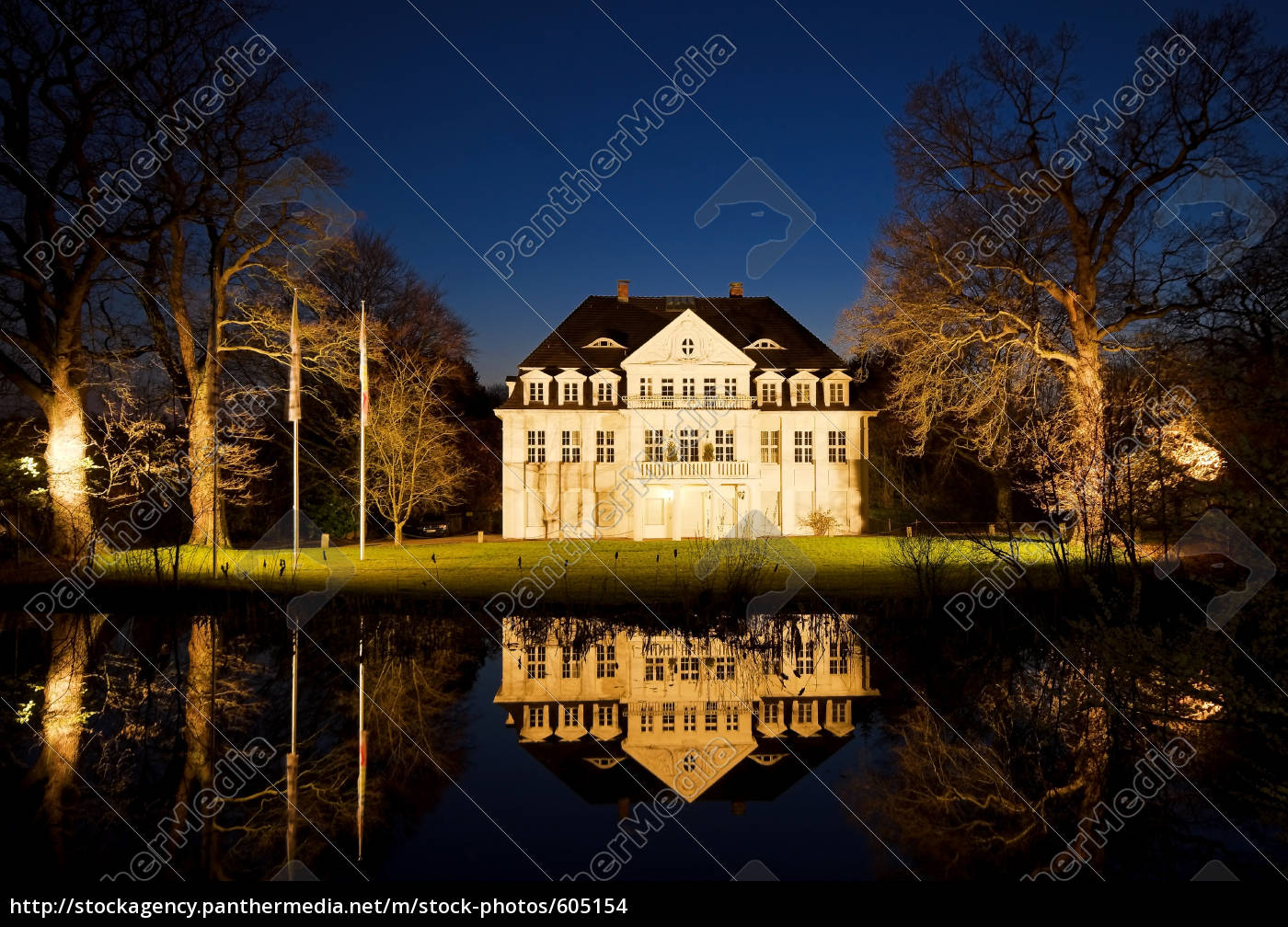 mansion, at, night - 605154
