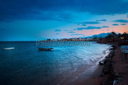 evening, on, the, beach - 620728