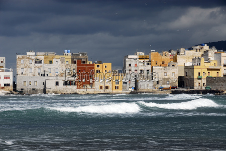 trapani, sicily, with, dark, clouds - 620101