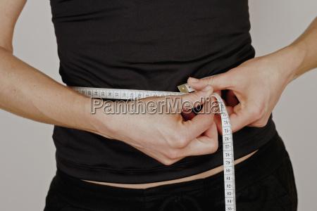 slim, woman, measures, waist, with, measuring - 631252