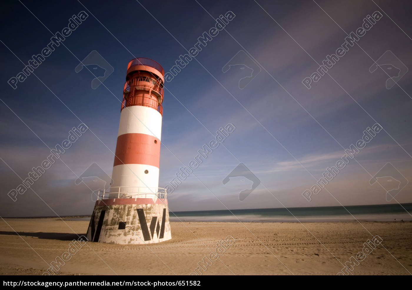 lighthouse, on, the, beach - 651582