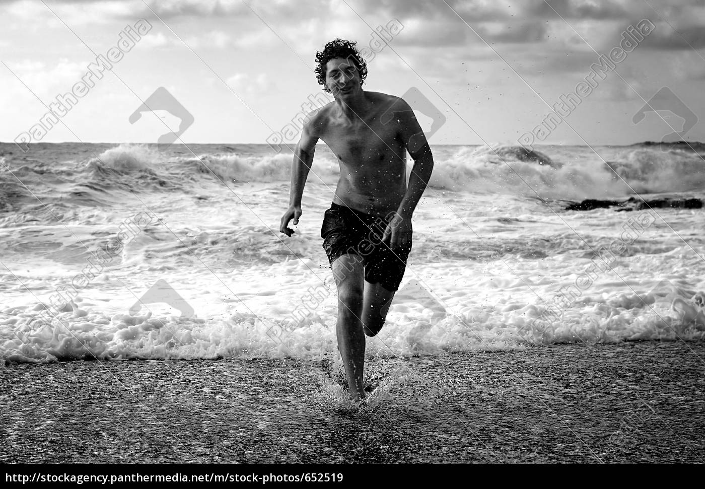 man, running, on, beach - 652519