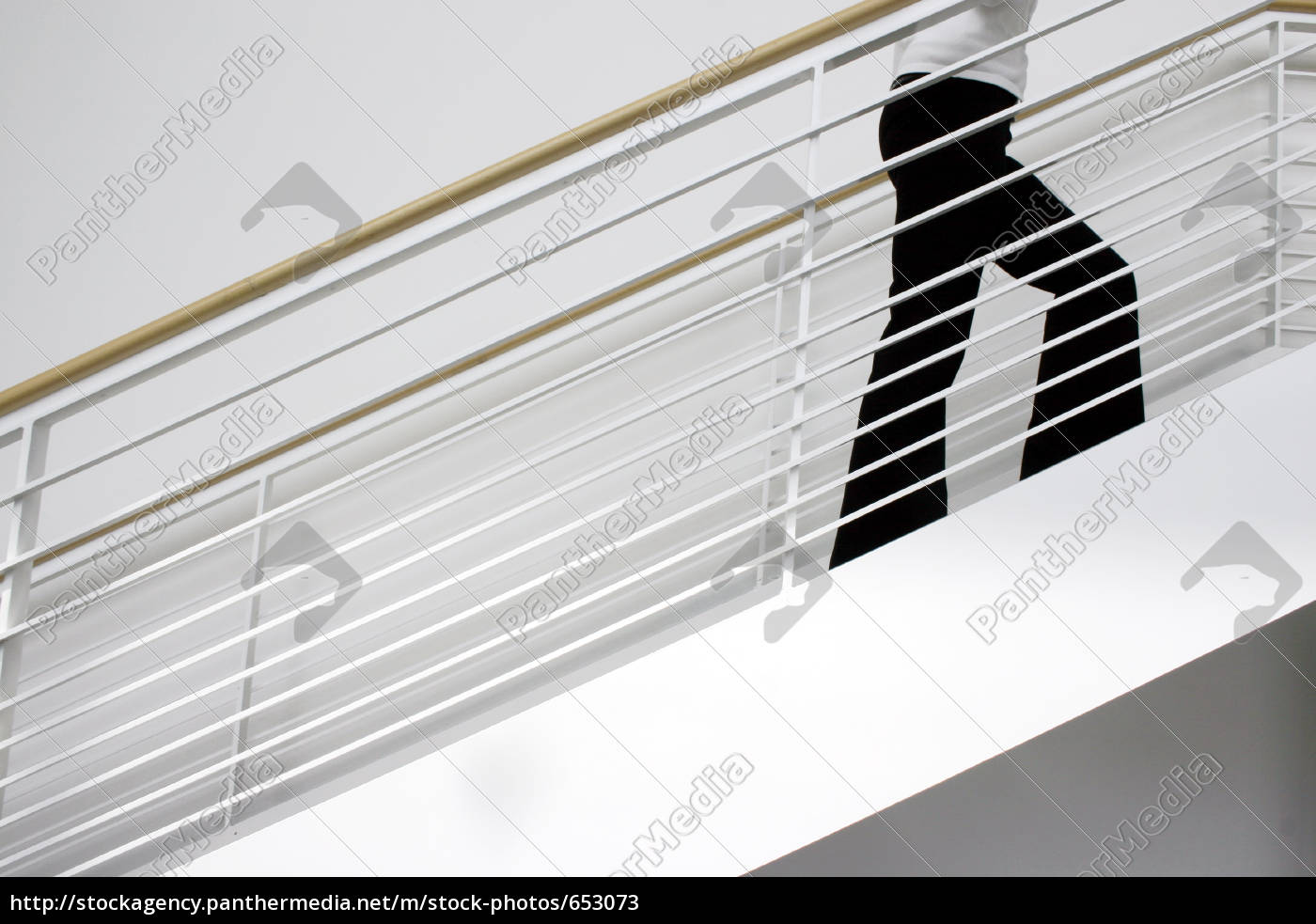 woman, on, the, steps, of, a - 653073