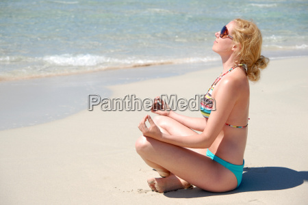 woman, relaxing, by, the, sea - 665229