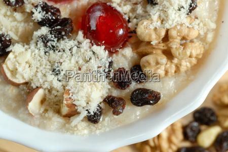 porridge, with, nuts, and, trockenob - 667388