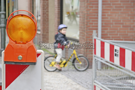 construction, site, with, child - 670385