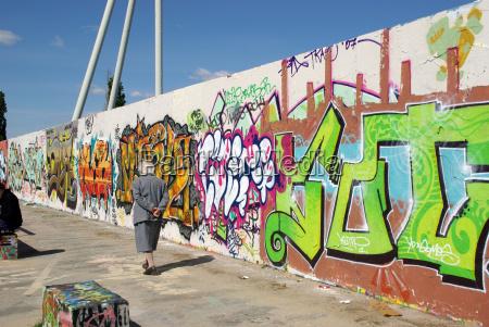 graffiti walk mauerpark