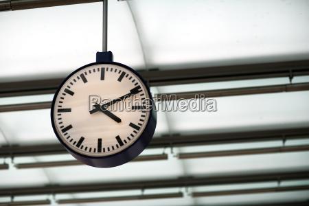 clock - 679205