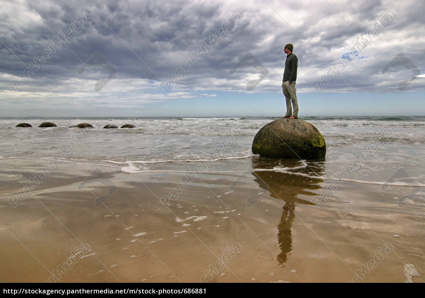 man, on, the, beach - 686881
