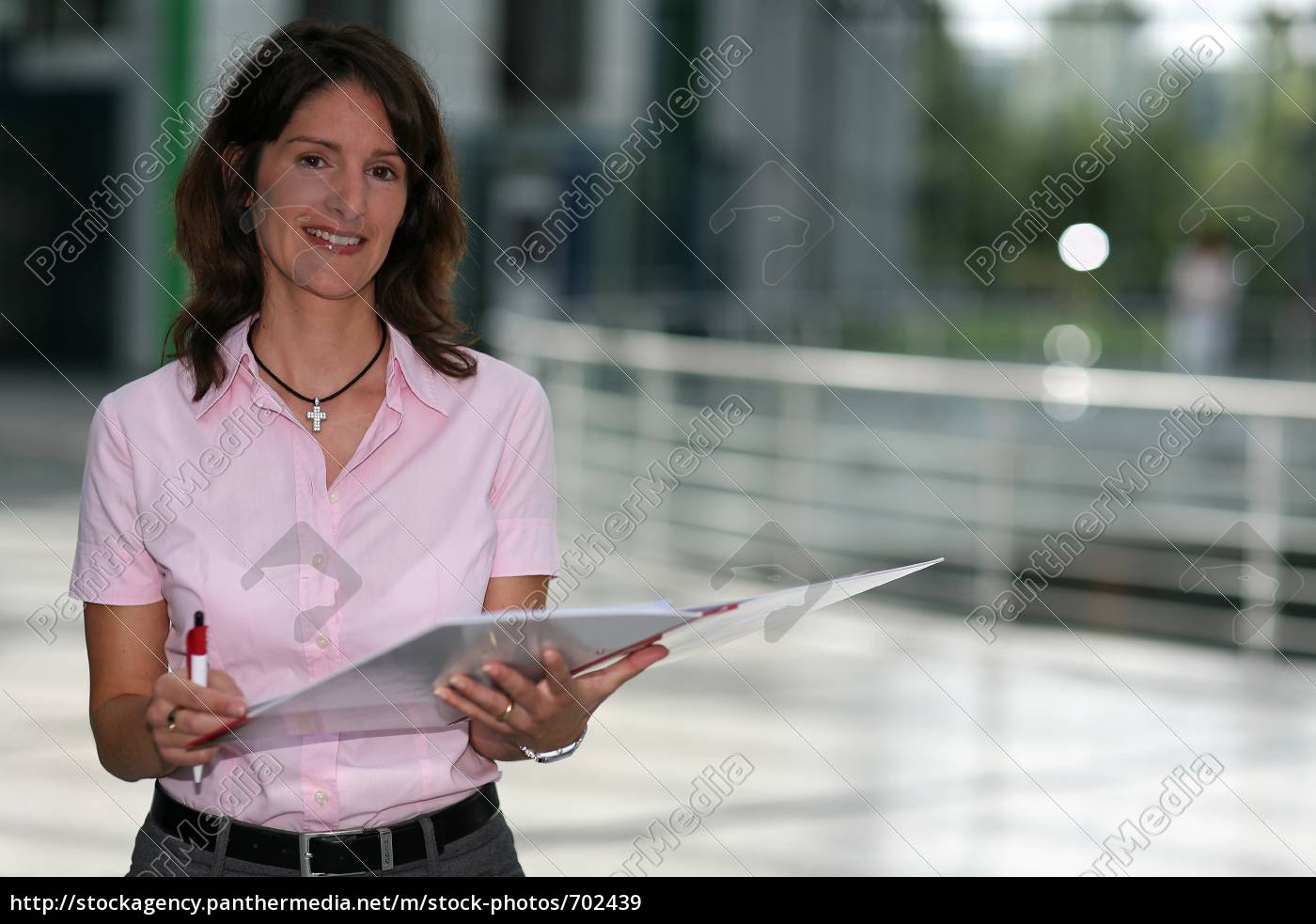 woman, with, folders - 702439