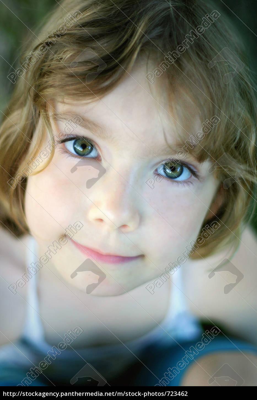child, looks, upwards - 723462