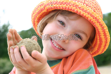 girl, playing, with, sand - 725906