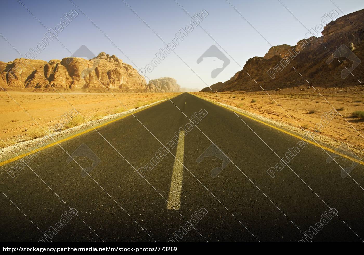 empty, roadway, in, the, desert - 773269