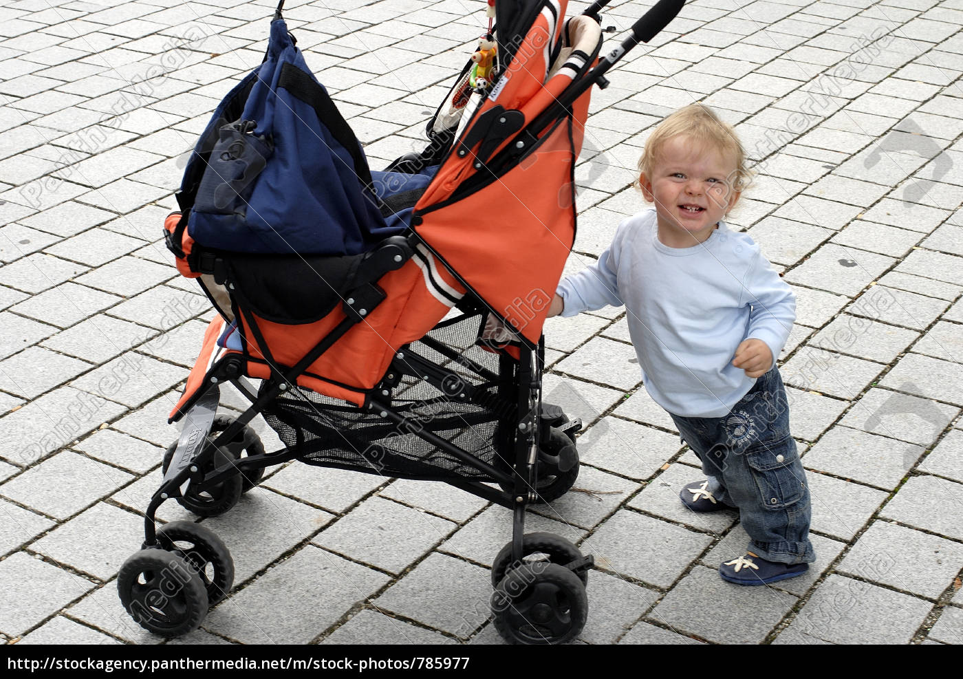 child, pushes, stroller - 785977
