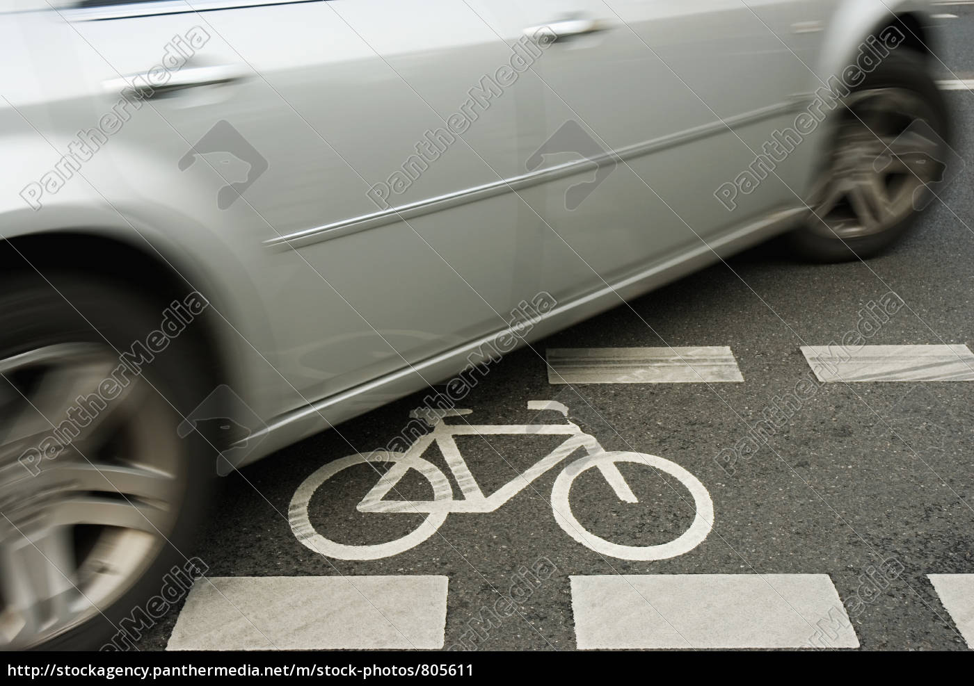 car, on, cycle, lanes - 805611