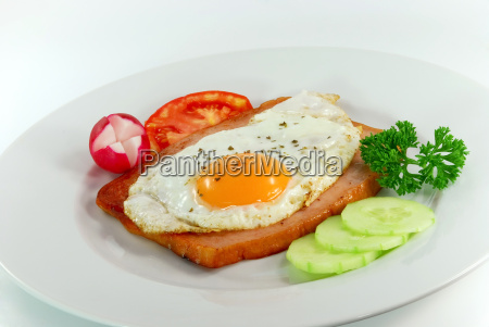fried, egg, with, mixed, salad - 806591