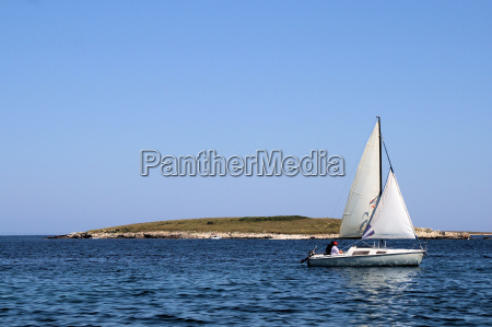 sailboat, in, front, of, island - 807703